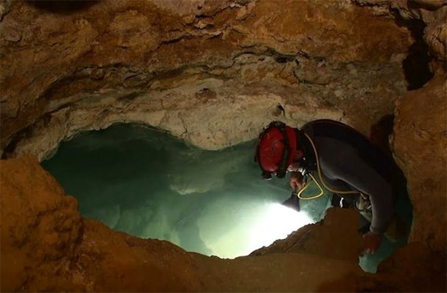 movile-cave-descent.jpg.653x0_q80_crop-smart